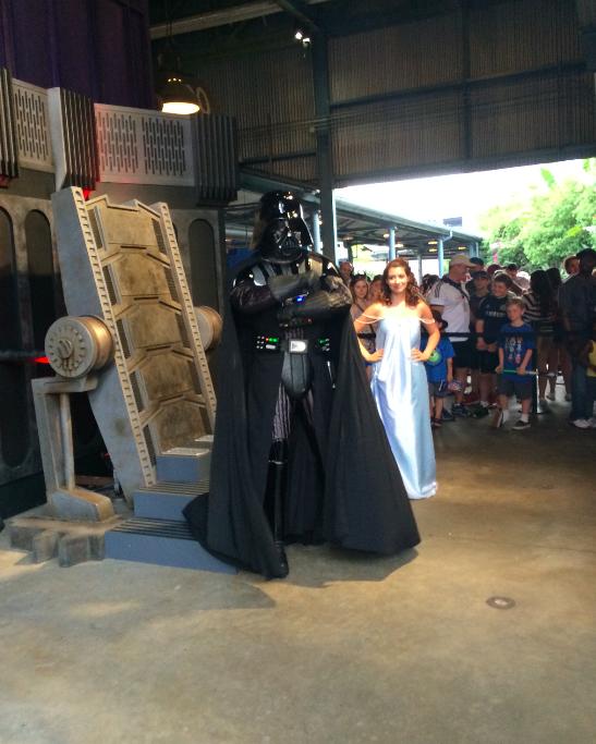 Dart Vader com uma guest fantasiada