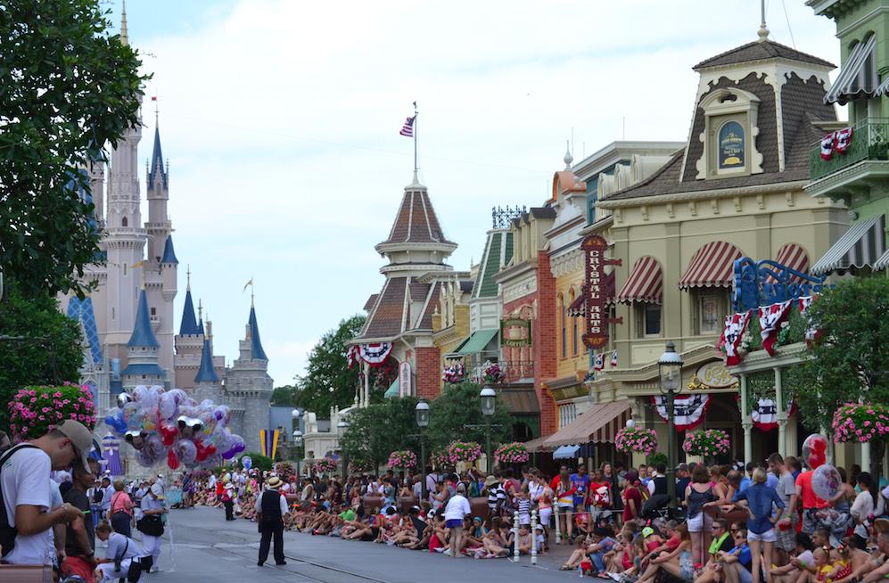 Main Street antes da parada das 3h passar.