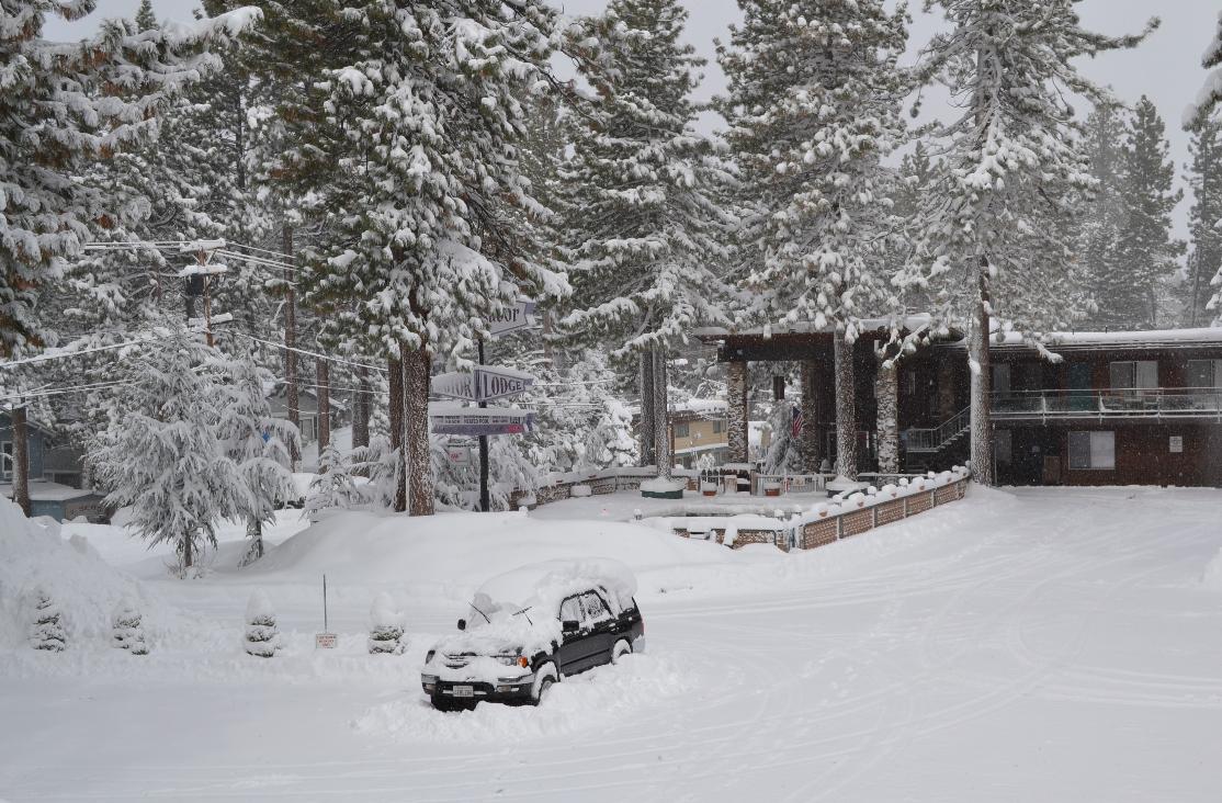 Nosso hotel em um dia de muita neve!
