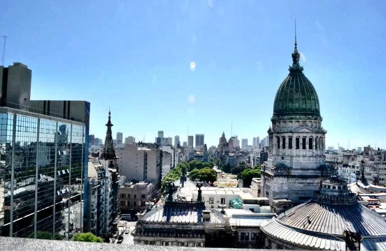 Essa é a vista do último andar do nosso hotel em Buenos Aires, li essa dica no Trip Advisor!