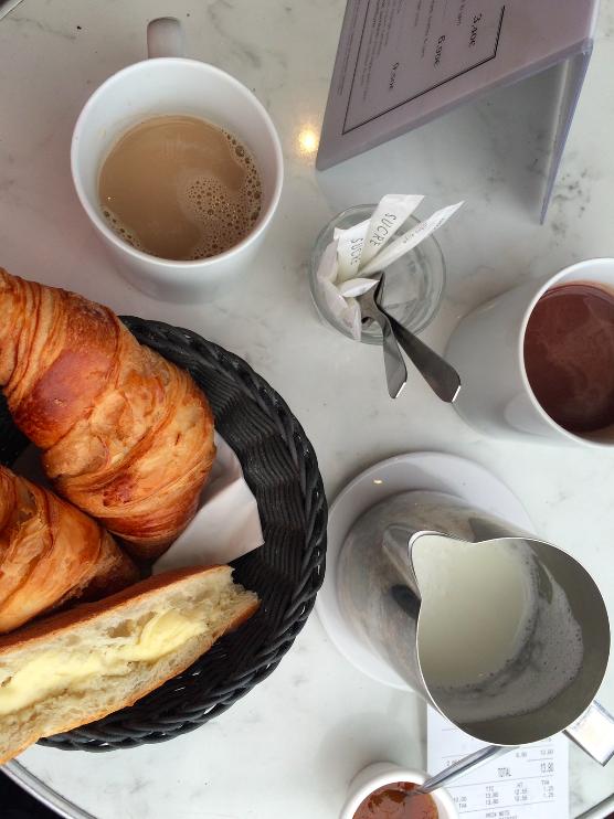 Café da manhã de todo dia e croissants que já estou com saudades, haha