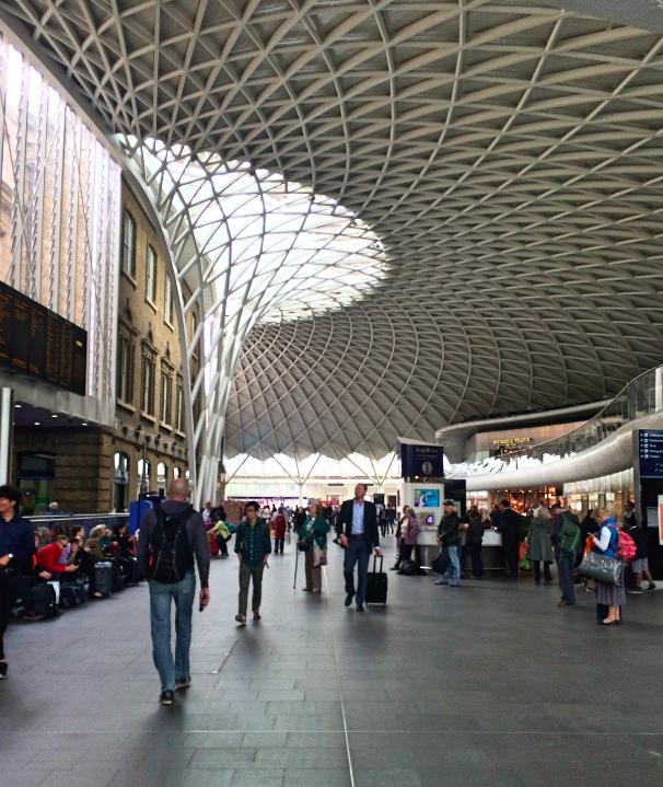 Estação de King's Cross, como não lembrar de Harry Potter? <3
