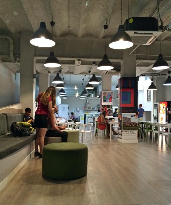 Como é o Hostel na Europa? Vantagens e desvantagens da nossa hospedagem em Londres e Barcelona