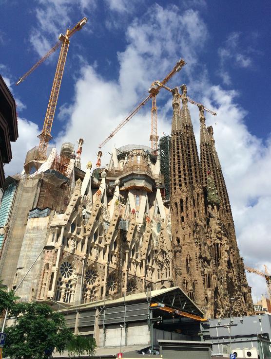 Olha como está a construção.