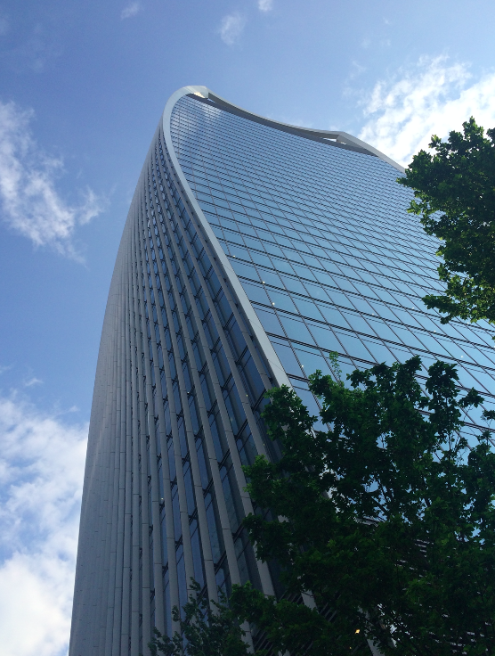 Esse é o prédio, sempre presente nas fotos do skyline londrino.