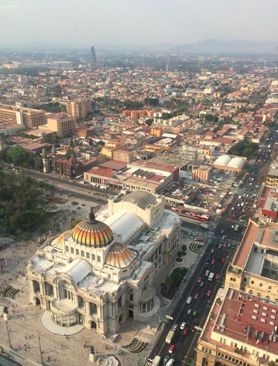 Do alto da torre Mirador Latino Americano. Ali embaixo está o Palácio Bellas Artes