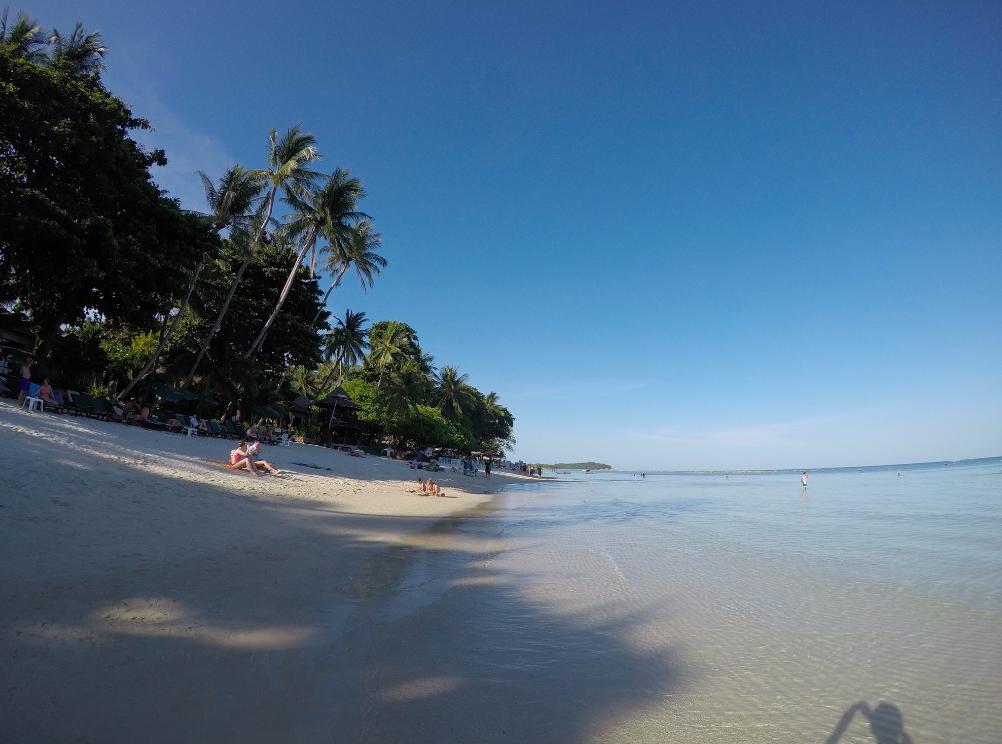 Dia de praia nessa água cristalina de Koh Samui