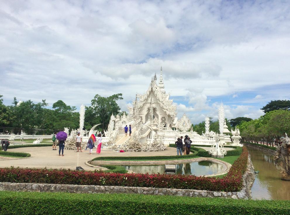Desviamos um pouco o caminho para conhecer o Templo Branco, tem post que conto tudo!