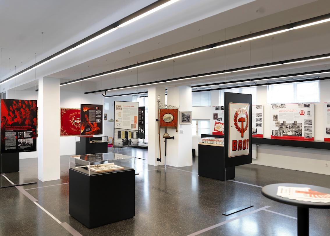Red Vienna at Waschsalon Museum © Ingo Pertramer