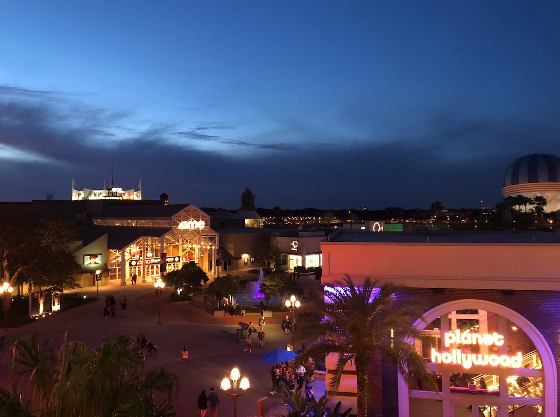 Vista de cima da loja da Coca Cola na Disney Springs