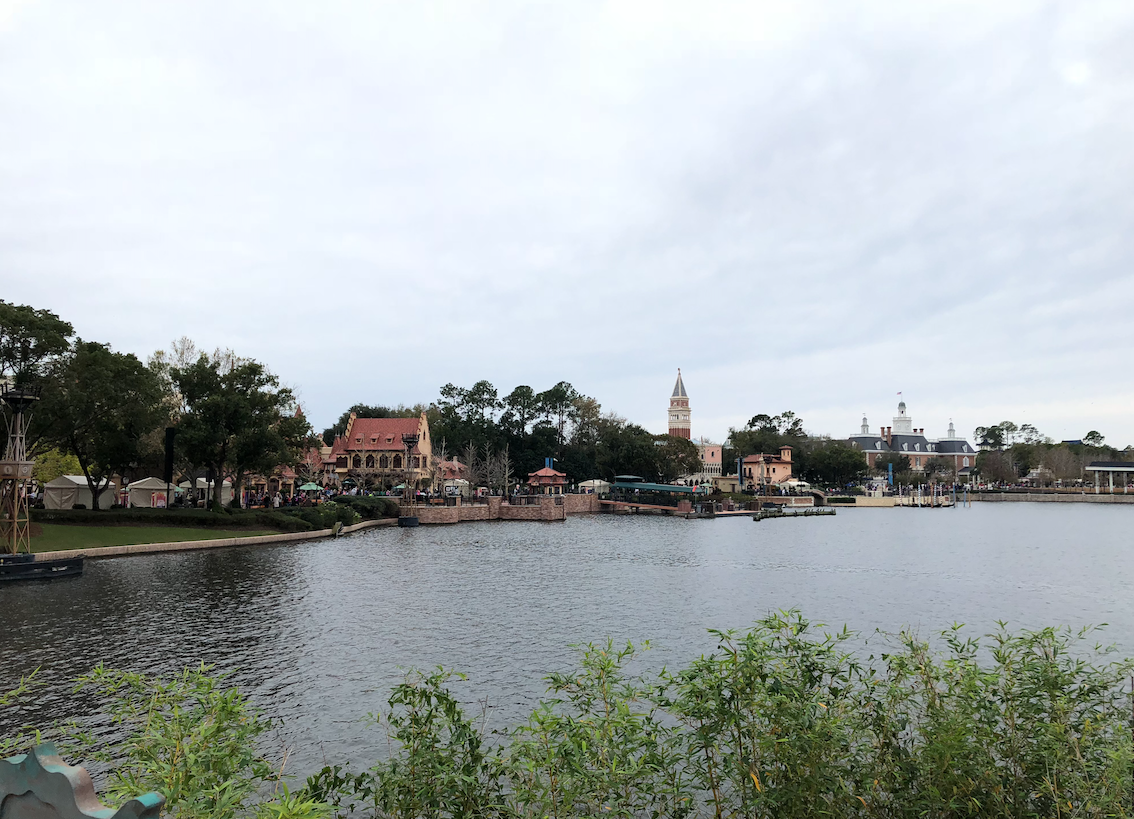 Vista para o lago da world showcase no Epcot