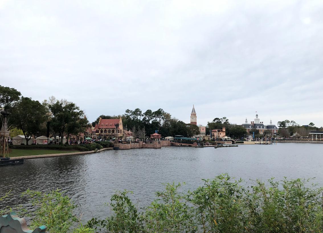 Vista para o lago da world showcase no Epcot